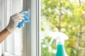 Tips for cleaning PVC windows and the correct use of disinfectants are given in the new information sheet of the Gütegemeinschaft (GKFP). Photo: Sarah Heuser